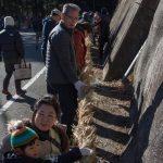 亀石のしめ縄結び体験